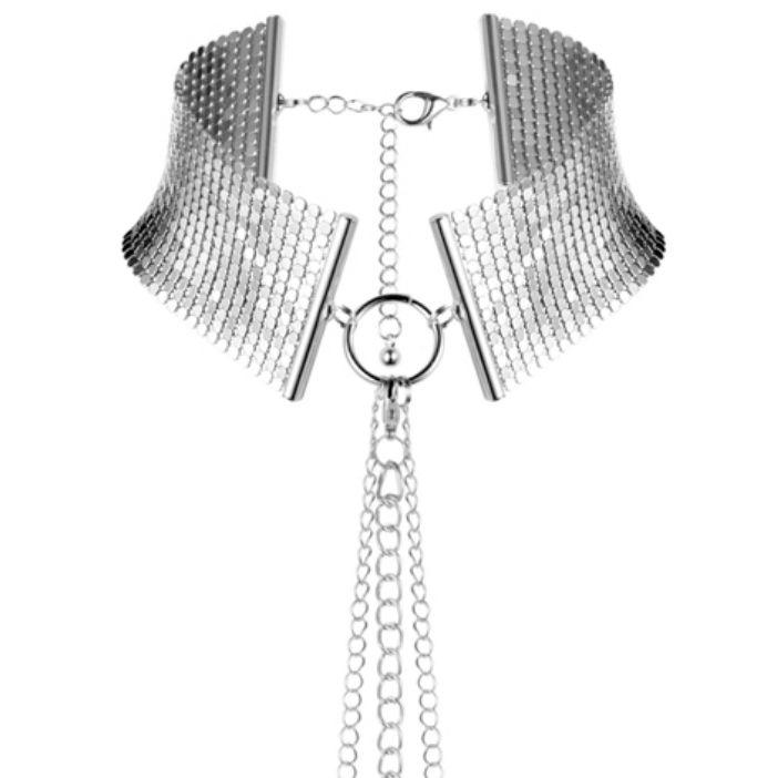 Iníciate en el BDSM con este collar metálico plateado
